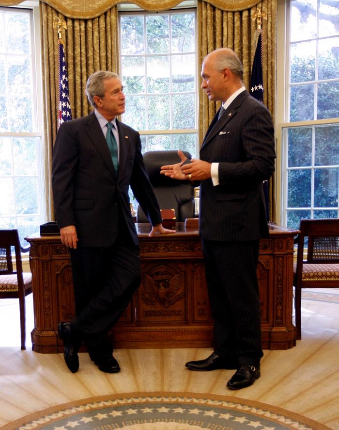 Avec le Président George W. BUSH en tête-à-tête dans le bureau ovale, Maison Blanche